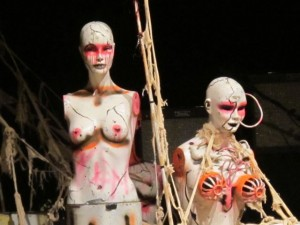 Alien Sex Fiend WGT 2010 Bühnendeko - Bildrechte: clerique noire