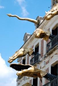 """Drachen zeigen sich am """"Haus der Magie"""" zu jeder halben und vollen Stunde"""