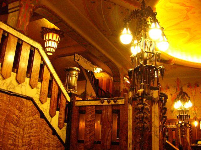 Bizarre Lampenformen! Kino Kathedrale Tuschinski Amsterdam