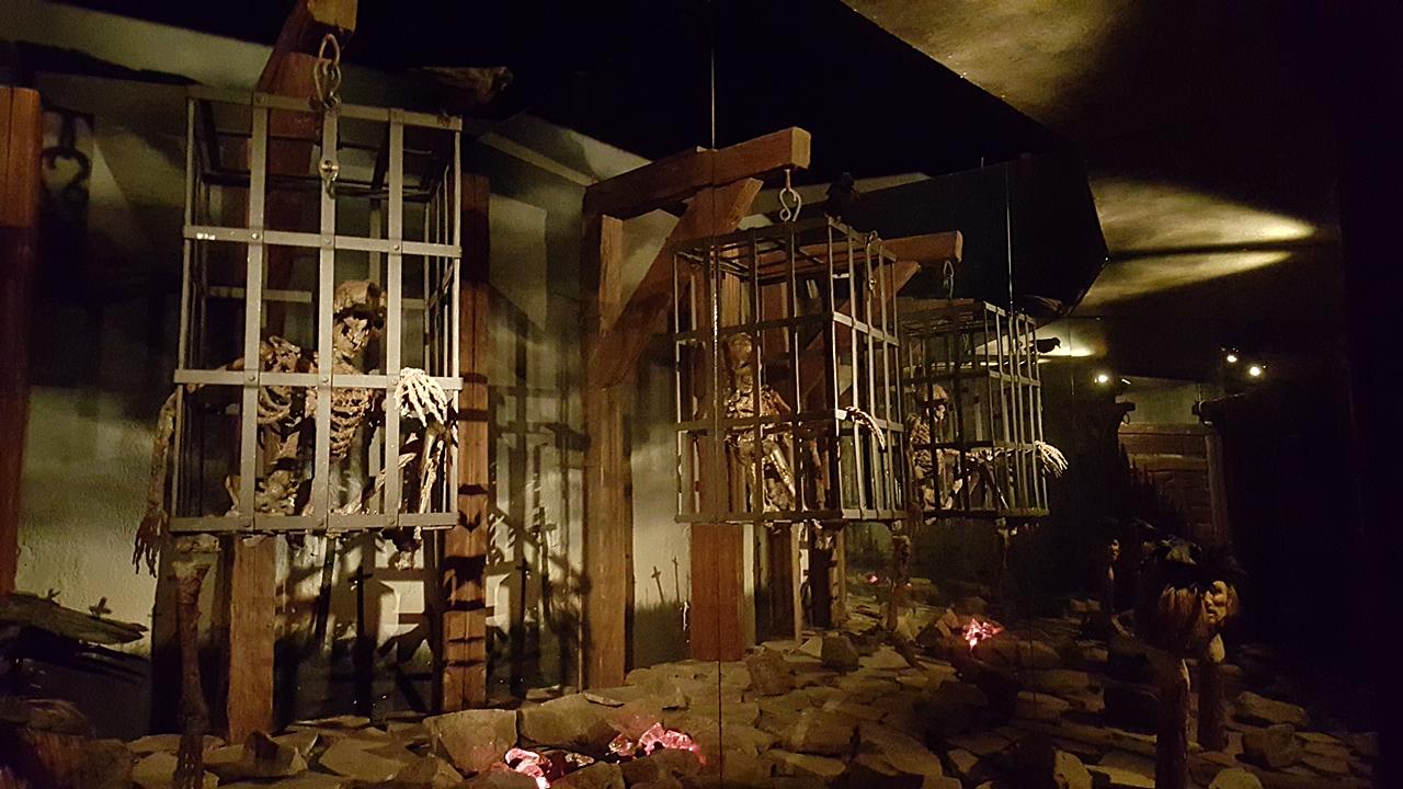 wenig lebendige Szenen aus dem Foltermuseum Prag (Foto: Uwe)