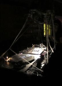 Die-Elektronische-Nacht-DJ-Pult-Turntables