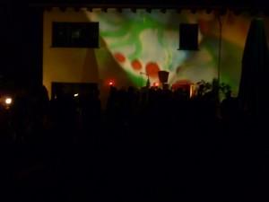 Die-Elektronische-Nacht-Lichtspiele-außen