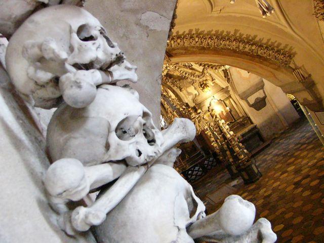 Knochenkirche-bei-prag-kutna-hora