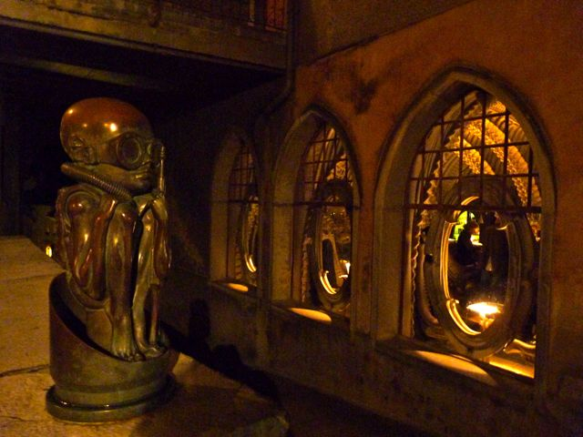 goggle-baby-giger-bar-museum-gruyeres