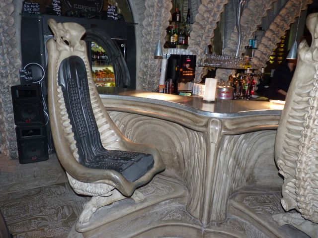 harkonnen-stühle-sessel-giger-bar-gruyere