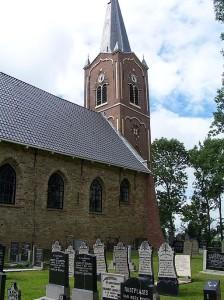 Die Nicolaaskerk in Wieuwerd mit dem Mumienkeller (Bildquelle: by Tukka, Wikimedia Commons)
