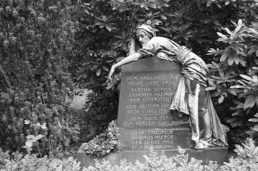 Ohlsdorf-Friedhof-Hamburg-Statue