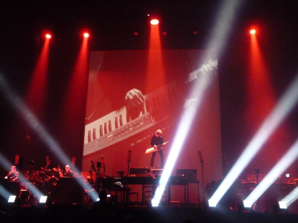jarre-spielt-moog-keyboard
