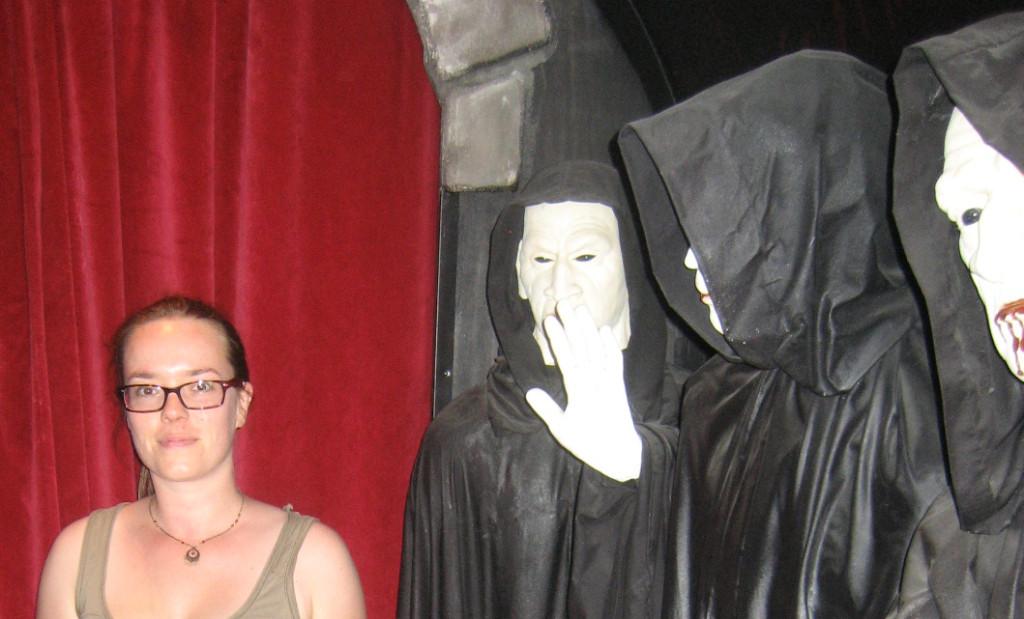 """Margien wurde von den """"Creature della Notte"""" direkt ins Vampir- und Werwolfmuseum gezogen..."""