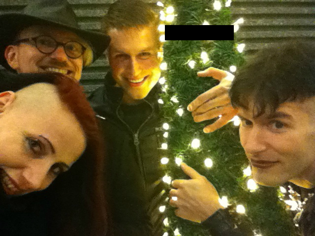"""We are family"" :) goes BIMFEST v.l.n.r.: Shan Dark, r@zorbla.de, Martin Destroyer, M.Synthetic - den Weihnachtsbaum mussten wir leider zensieren!"