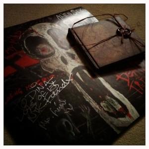 Tonträger statt mp3-Datei: Alien Sex Fiend-Schallplatte mit Autogramm & Special CD von Rosa Crux