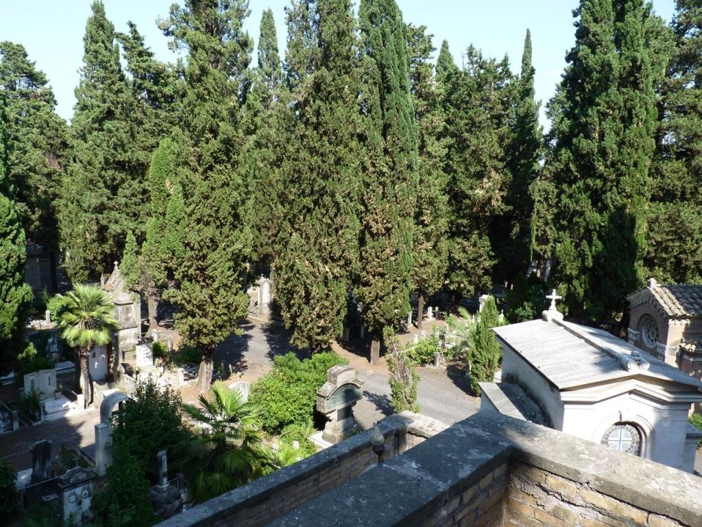 Blick vom 2. Stock der friedhöflichen Aussichtsplattform auf den Campo Verano