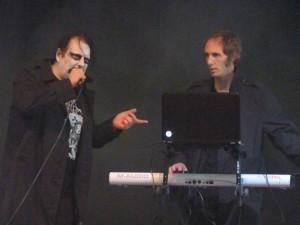 Velvet Acid Christ - an Keyboard und E-Gitarre unterstützt vom Sänger von The Twilight Garden
