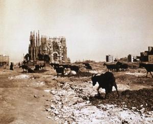 Sagrade Familia 1915 - da tummelten sich am Bauplatz noch Ziegen und keine Stadtbevölkerung