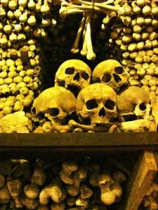 Wo liegt die Anleitung für den Knochenstapel?