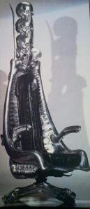 """Harkonnen-Stuhl - geplant für den Film """"Dune"""" zusammen mit Ridley Scott, der aber letztendlich von David Lynch realisiert wurde - ohne die Stühle."""