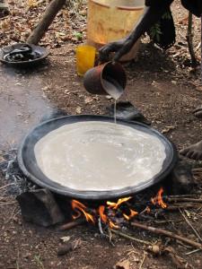 Injera-Fladenbrot bei der Zubereitung