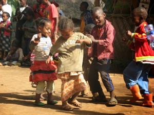 tanzende-kinder-aethiopien