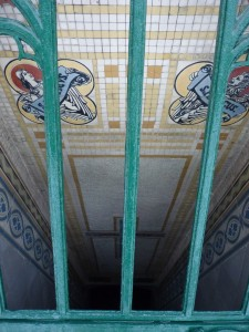 Ab nach unten! Treppe in einer Backofen-Gruft