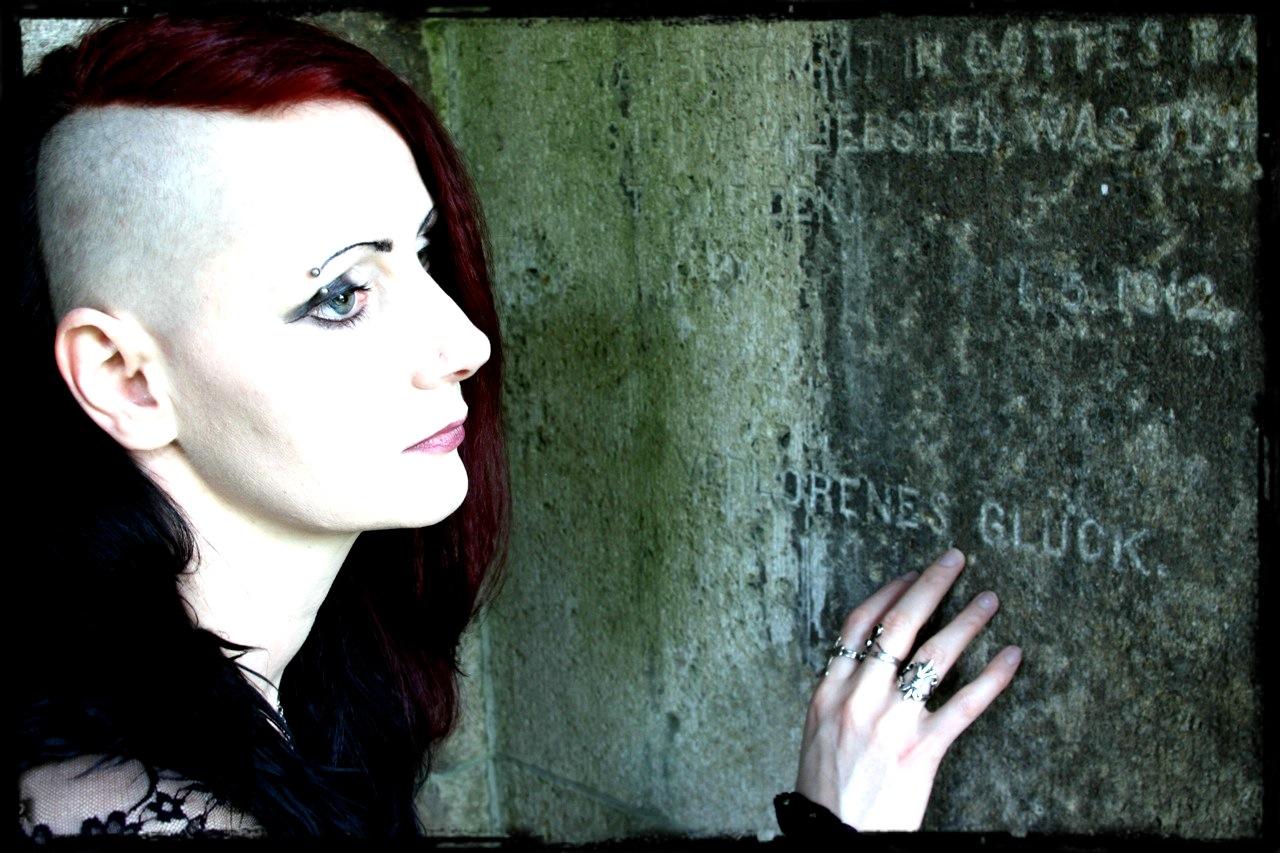 Ich und das verlorene Glück - Hauptfriedhof Mainz im Frühjahr 2014 (Foto: clerique noire)