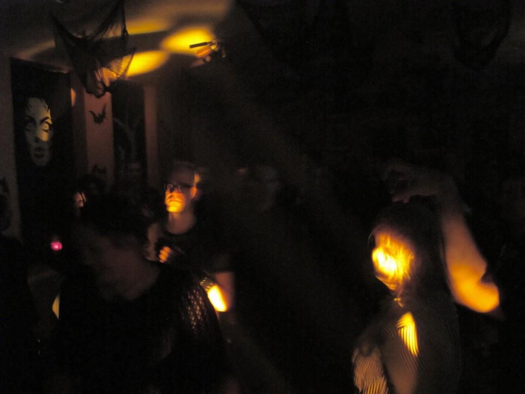 tanzen-bei-der-elektronischen-nacht