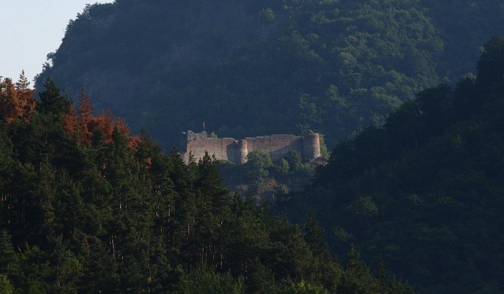Praktisch uneinnehmbar, die Festung und Fluchtburg von Graf Dracula - Burg Poenari