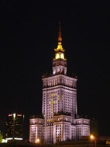 """Der Warschauer Kulturpalast - ein Geschenk des Sozialismus an die Polen, daher auch """"Stalintorte"""" oder """"Stalinstachel"""" genannt. Das höchste Gebäude in Polen, heute mit Theater, Kino, Museen."""