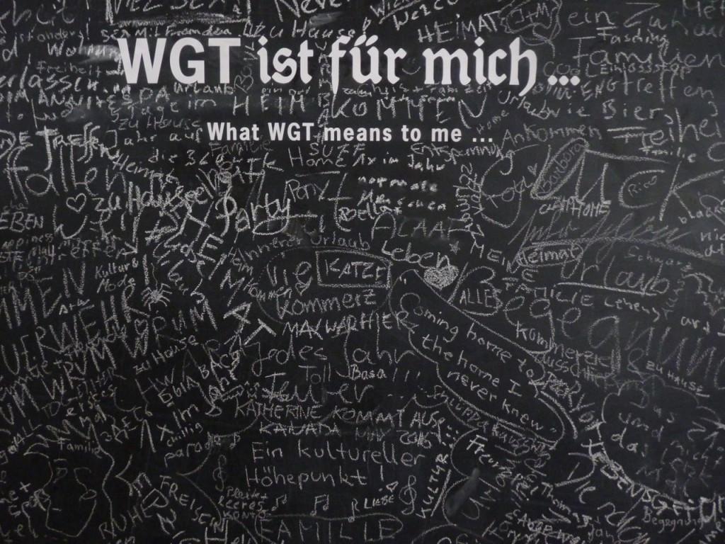 """Heimkommen? Familie? Für mich leider nicht mehr. Aber durchaus """"ein kultureller Höhepunkt"""". Diese Tafel hing in der Ausstellung """"Leipzig in schwarz"""" - offen."""