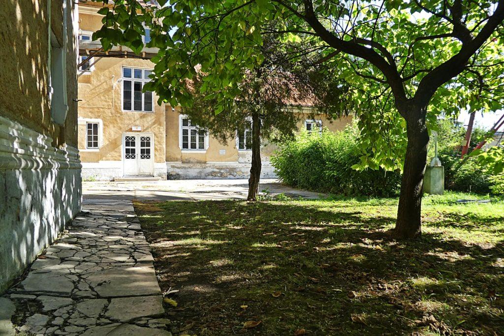 Der letzte Weg im Hof der Kaserne für Nicolae und Elena Ceausescu