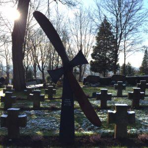 Wohl das Grab eines Piloten auf dem Friedhof Bad Hersfeld