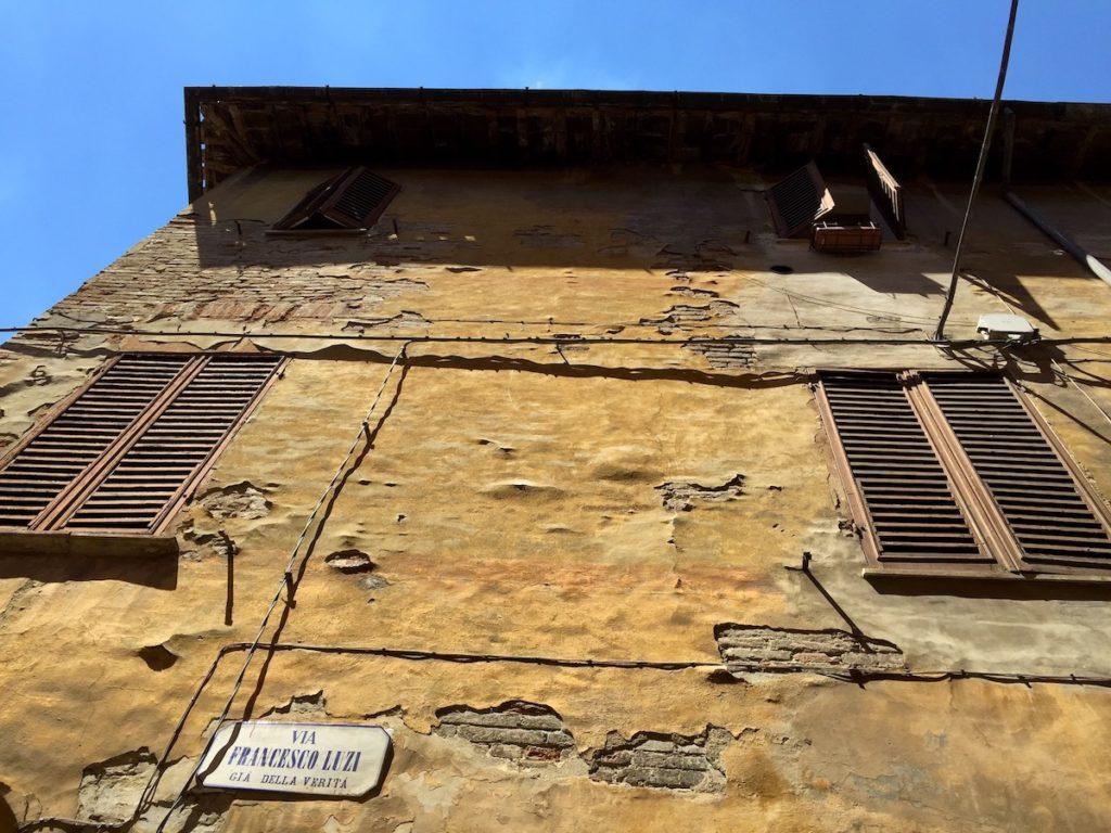 Urbania Italien Hauswand