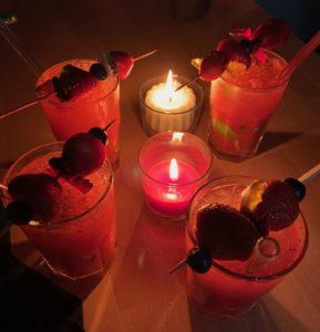 Die besten Erdbeer-Mojitos, die es gibt - mit Fledermaus-Topping